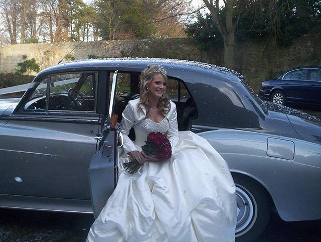 Book a Rolls Royce for your winter wedding and have a snow machine for a festive feel. #classicweddingcars #dreamweddingcarhire #weddingcarhire #weddingcarselfie #weddingcarselfie #weddingcarskent #weddingblog #weddingideas