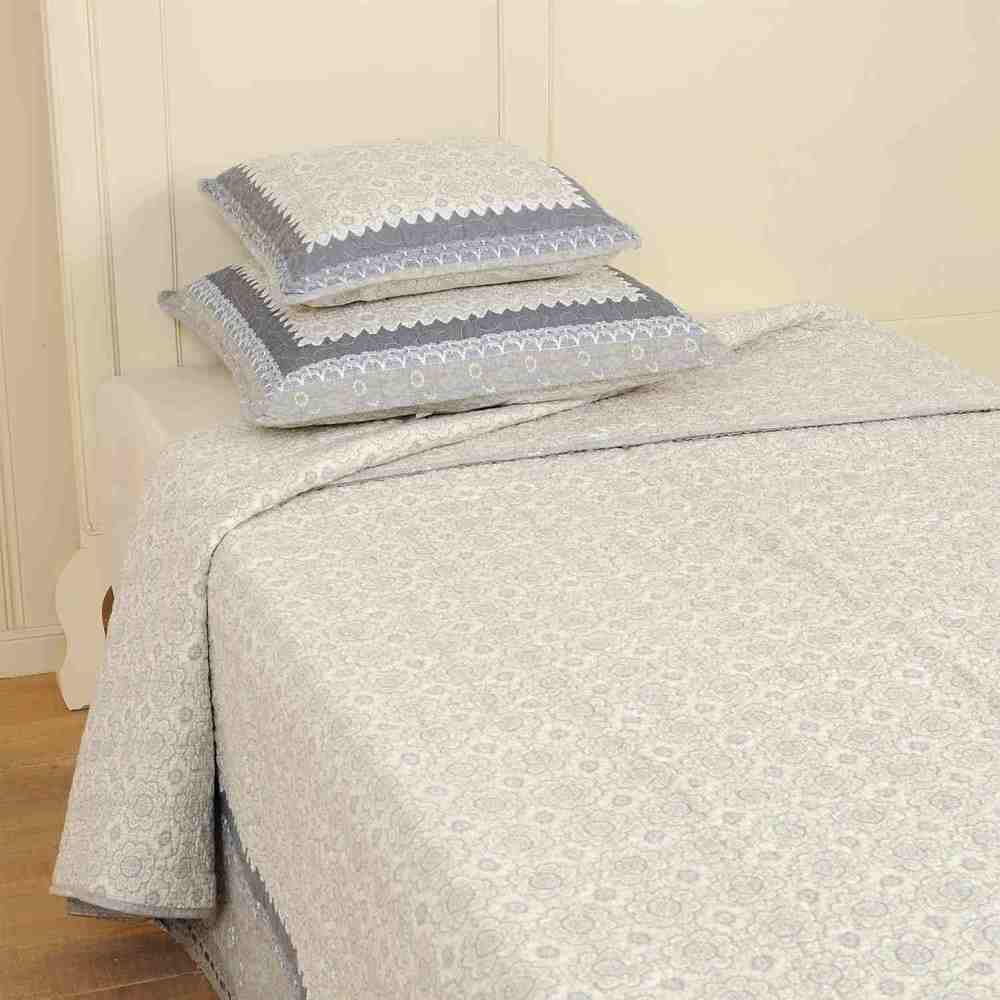 Bedspread Available in 2 sizes:  180 x 250 cm € 99 Product Code: Q069.060 230 x 260 cm € 127 Product Code: CLE-Q069.060