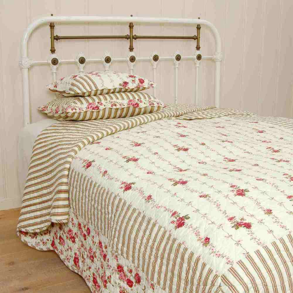 Bedspread Available in 2 sizes:  180 x 260 cm € 85 Product Code: CLE-Q014.060 230 x 260 cm € 126 Product Code: CLE-Q014.061