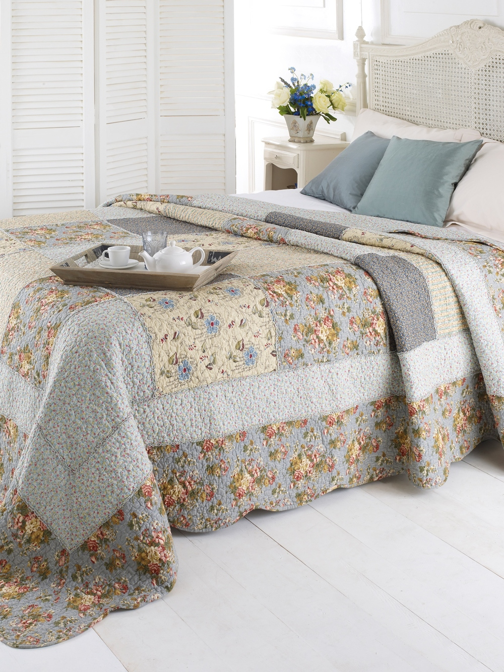 Zoe Quilt Lifestyleresized.jpg