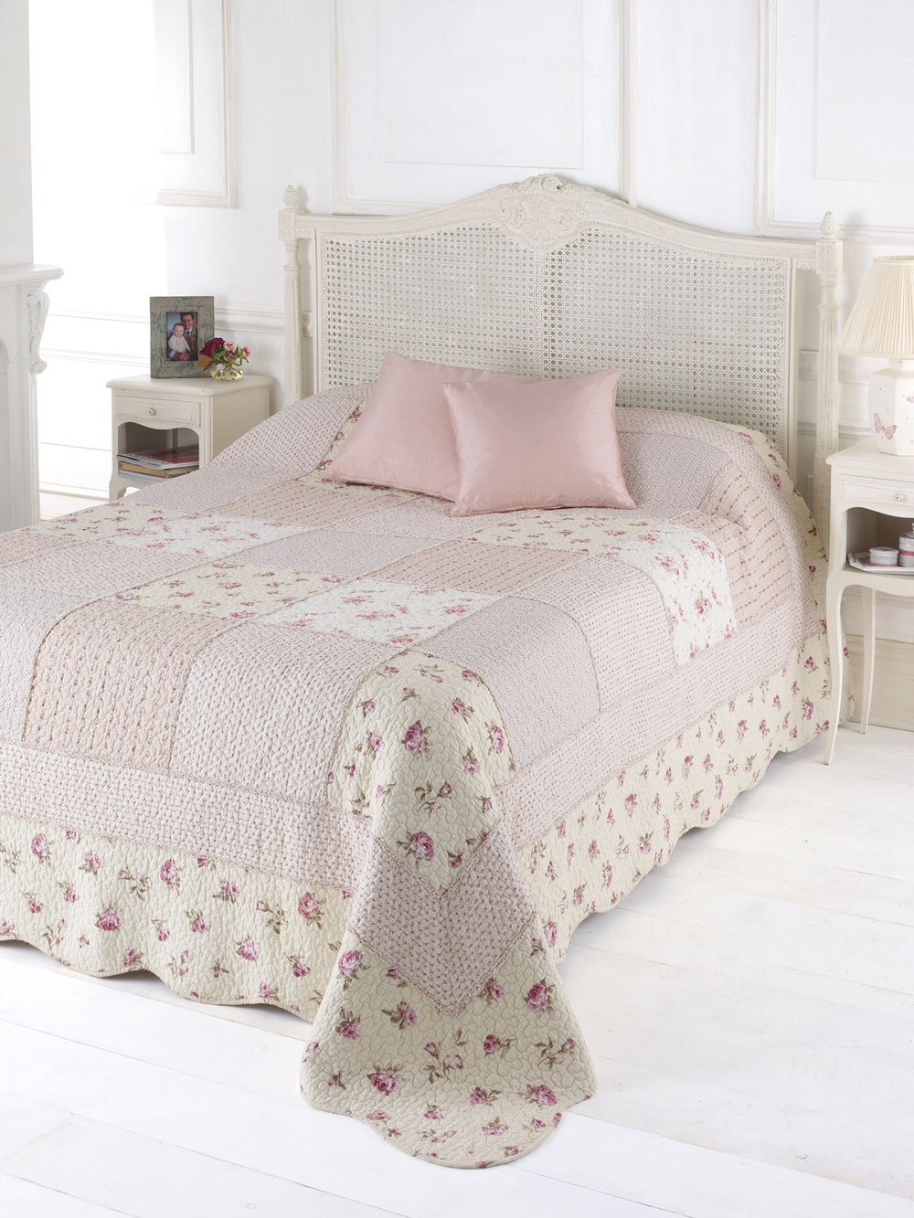 'Molly ' Quilt   Available in 2 sizes:  Single ( 190 x 260 cm )  € 85 Product Code: WAL-MOLQS Double ( 240 x 260 cm )  € 115 Product Code: WAL-MOLQD