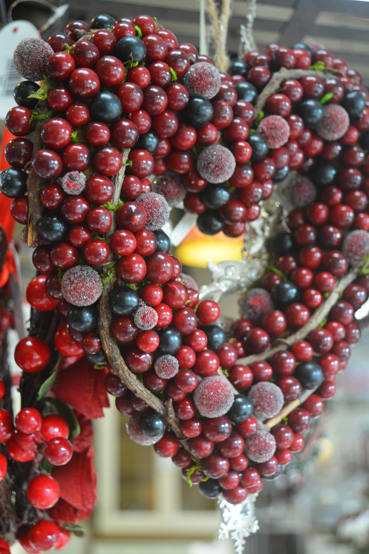 Berry Heart Wreath €14.50