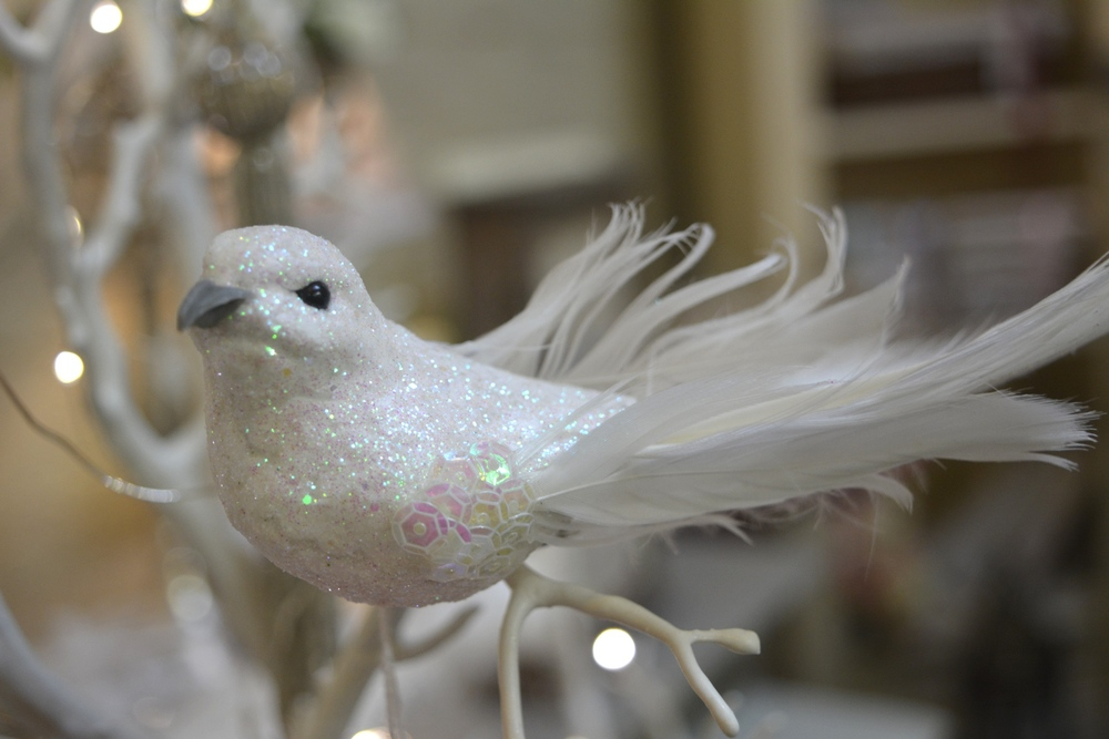 Sparkling White Dove ( Clip on Decoration ) €4.00