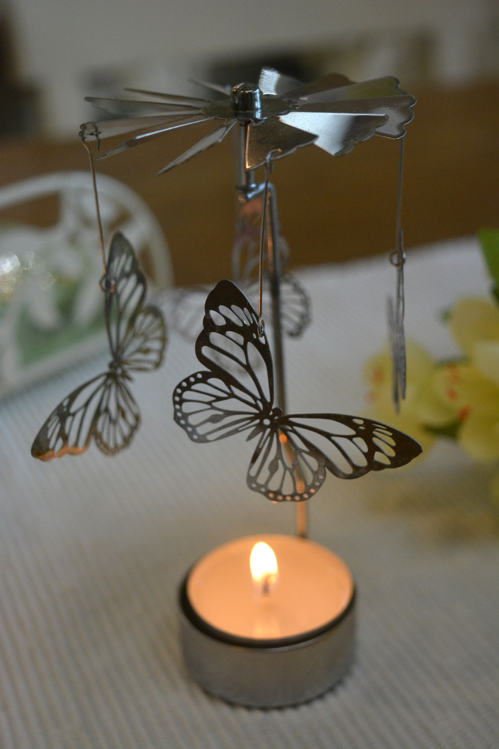 Heat Activated Spinning Tea Light Holder  €9.00