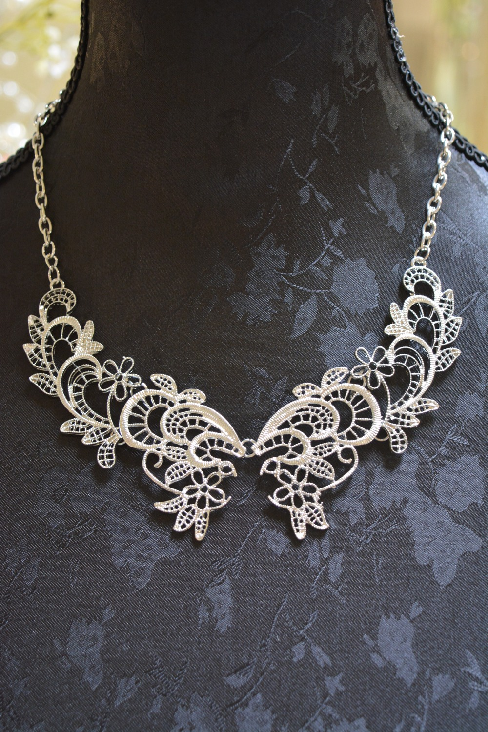Lace Collar Effect Necklace ~ €15.00