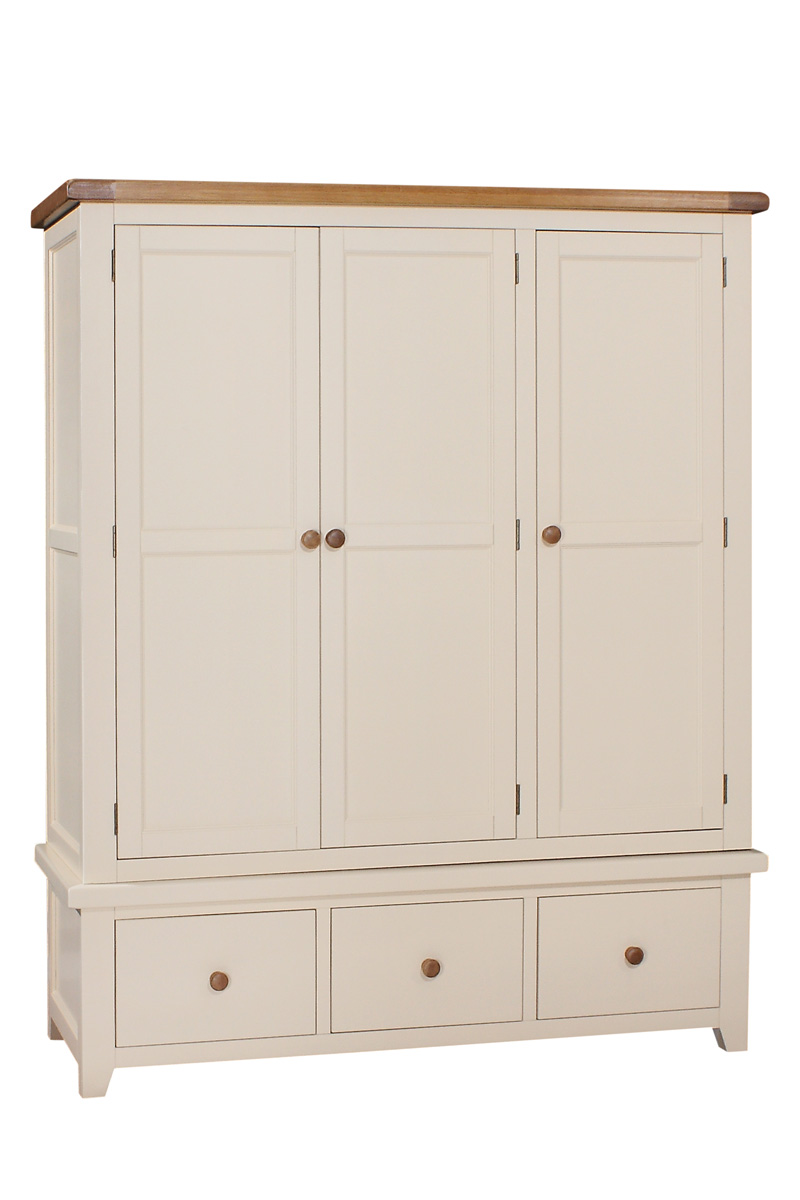 JT027   Triple Wardrobe   W:1565 x D:600 x H1900 €1275 Available in Ivory Only