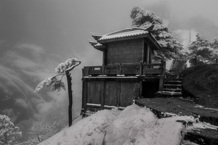 Rest stop, during winter, on high mountain pass on Huangshan (Yellow Mountain) in Eastern China.