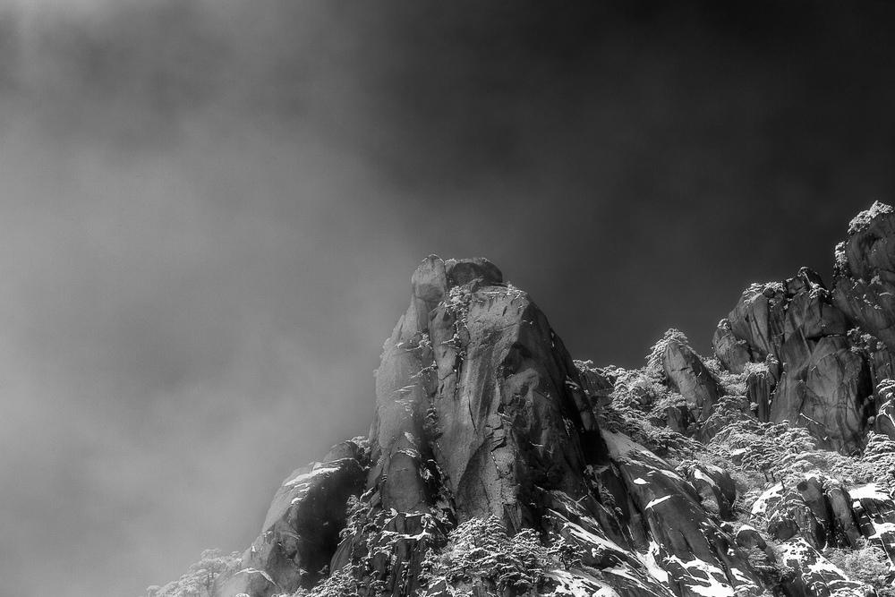 parting-mist-huangshan-china.jpg