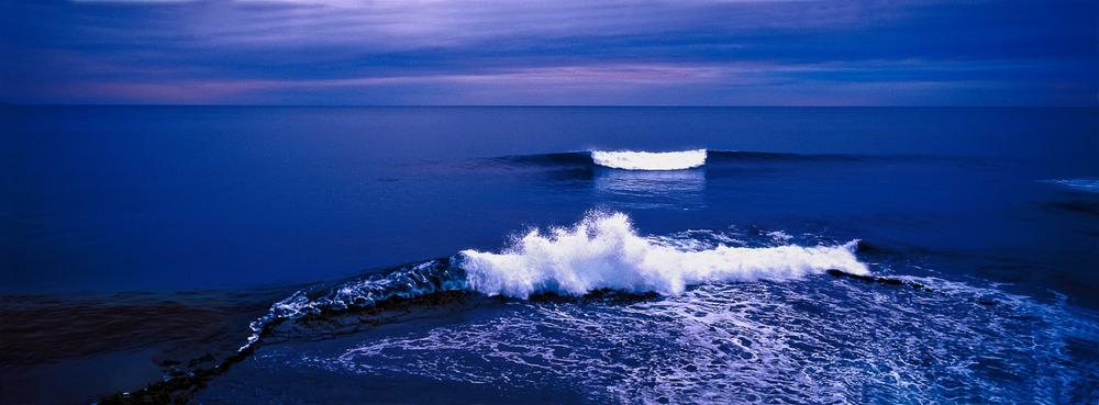 blue-waves-peterborough-great-ocean-road-australia.jpg