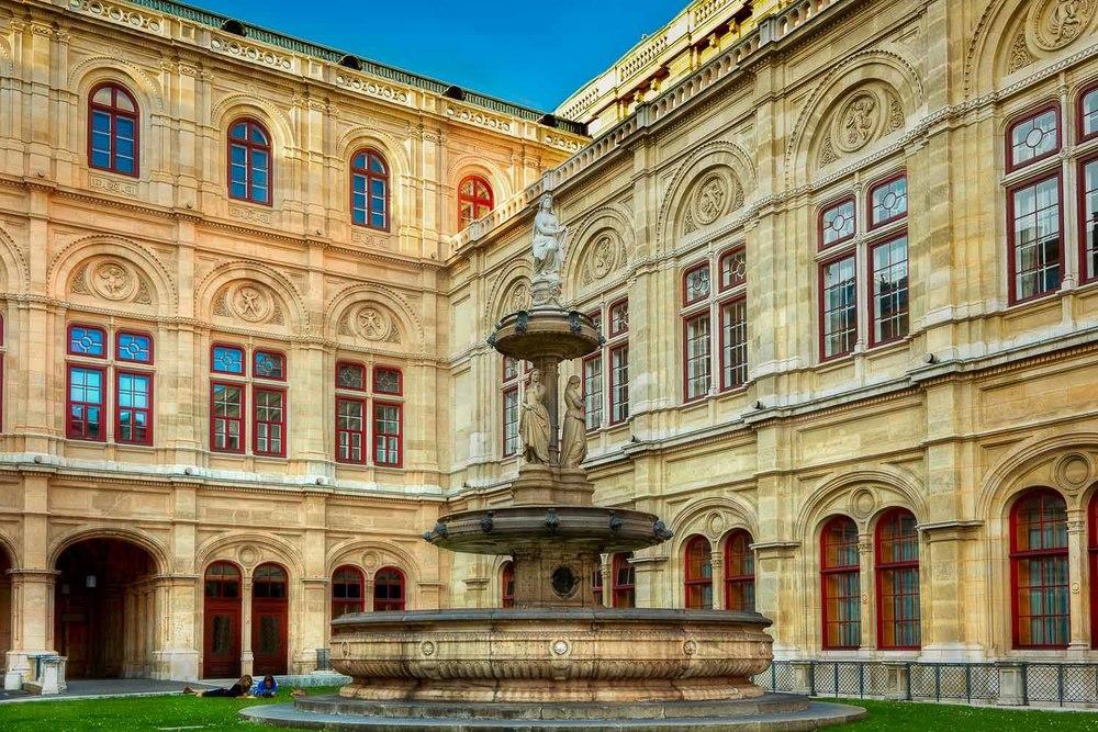 Fountain, Vienna, Austria. Canon 5D Mark II camera and Canon 24-105mm f4 L series lens @ 32mm. ISO 400 1/320 second @ f5.6.