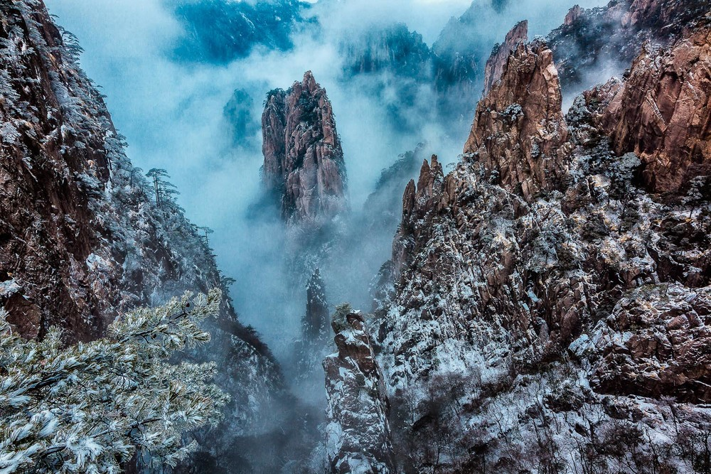 Drama in the Mist, Huangshan (Yellow Mountain), China Canon 5D Mark II camera and Canon 24-105mm f4 L series lens @ 24mm. Exposure: 0.6 second @ f16 ISO 100.