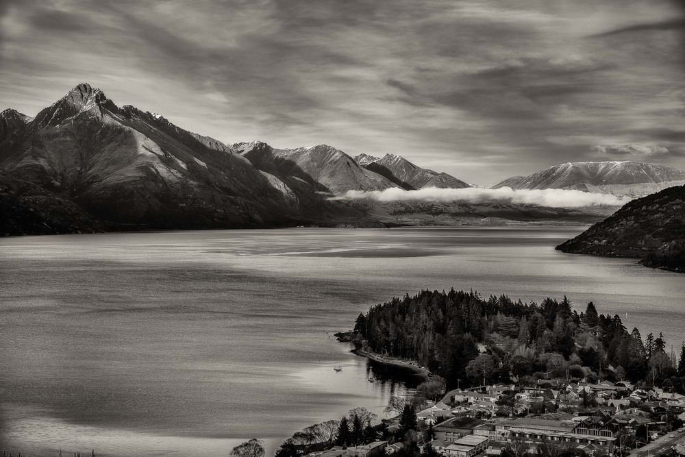 Magnificent view over  Lake Wakatipu  in  Queenstown ,  New Zealand