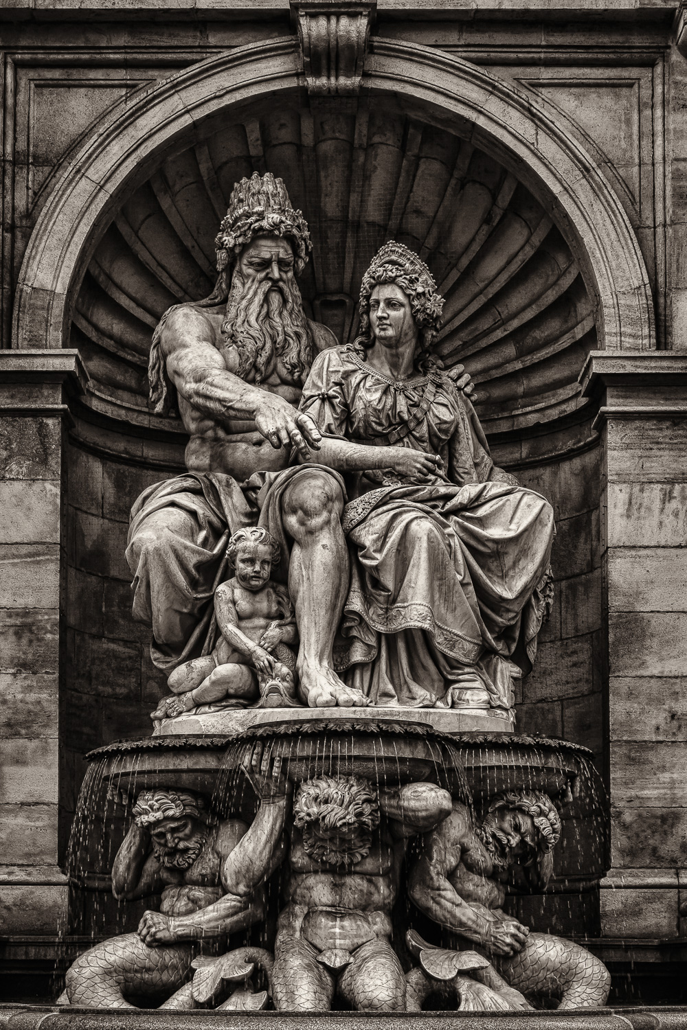 A statue and fountain in the city of Vienna, Austria.