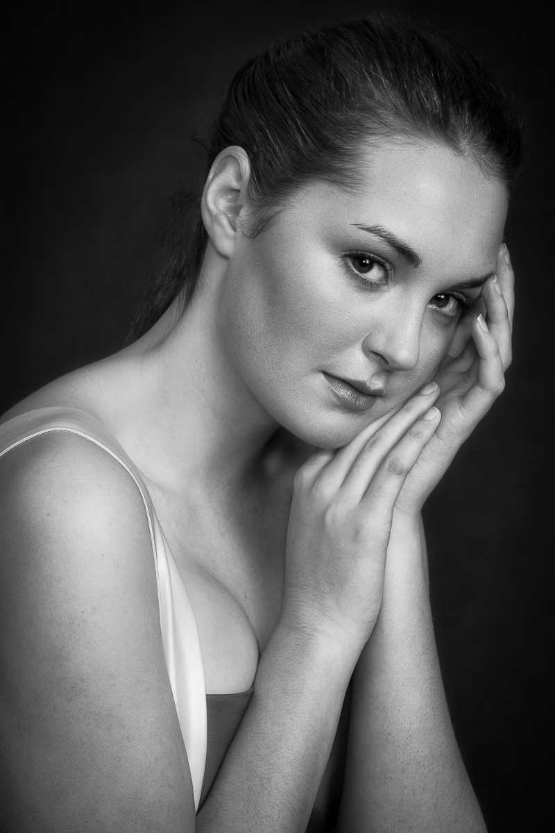 A studio portrait of a young woman in Melbourne, Australia.