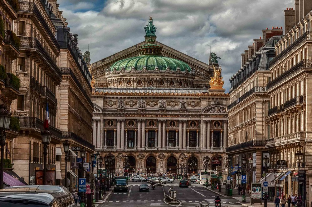 The    spectacular facade    of the    Academie Nationale de Musique    in    Paris, France   .