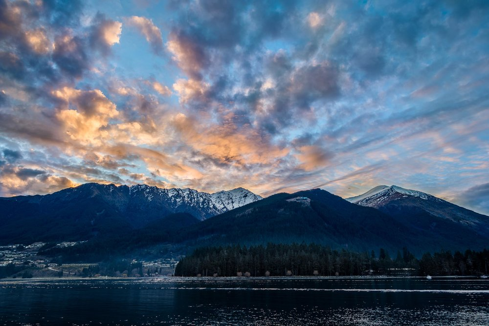 Clouds    illuminated at    sunset    above    Lake Wakatipu    in    Queenstown, New Zealand   .