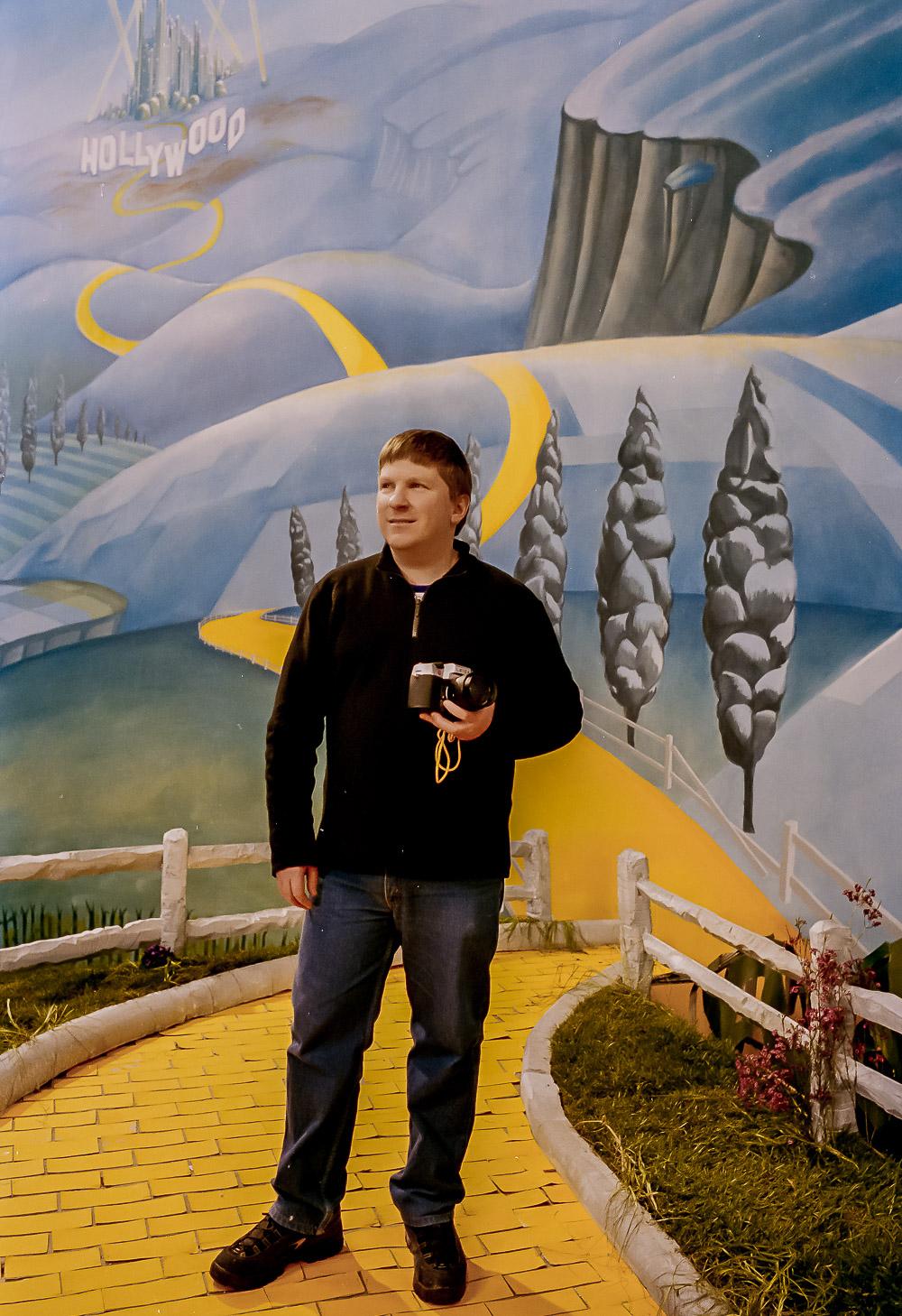 Glenn Guy   , the    Travel Photography Guru   , working on the set of the Australian short film    Yellow Brick Dreams   . Photo by    Matt Tonkin   .
