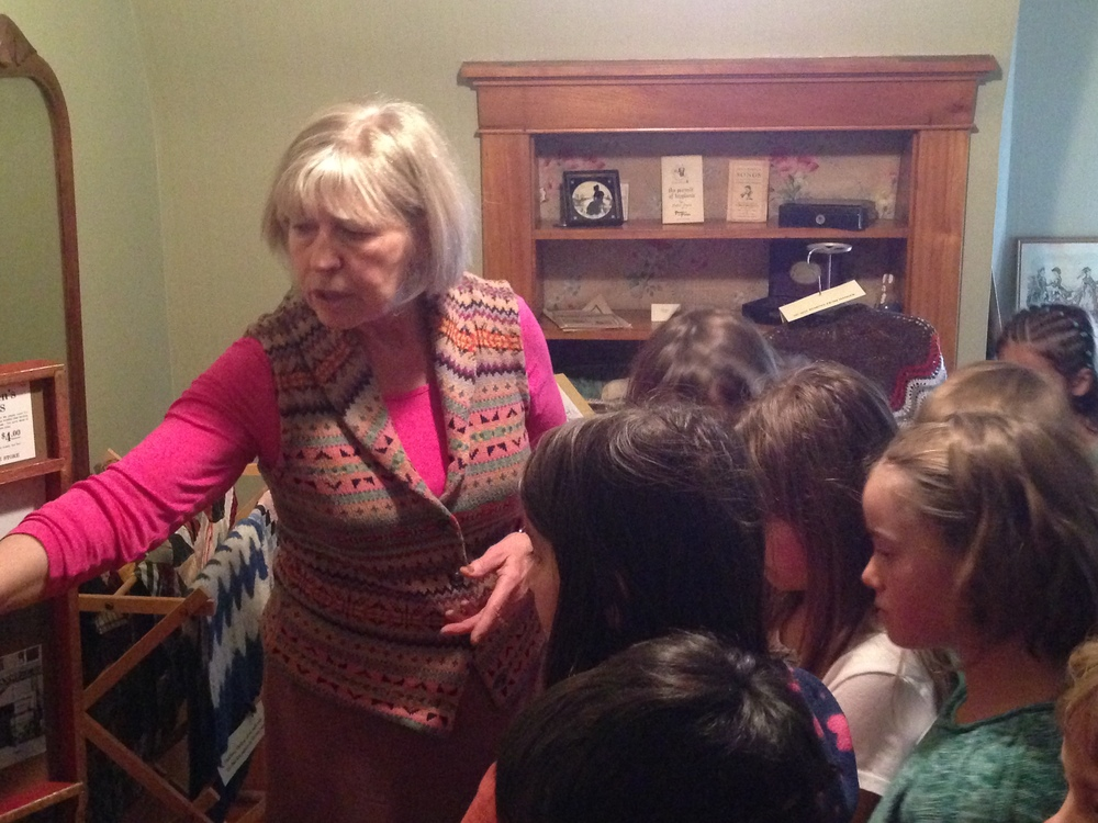 School children tour Avery House