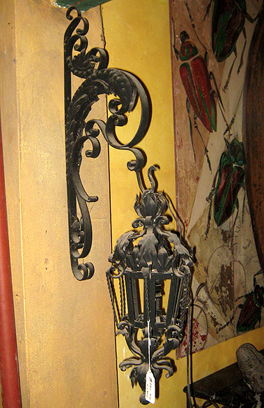 Colonial Lamp & Bracket.jpg