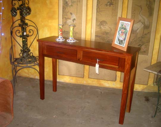 Gorgeous Solid Quira Sidetable