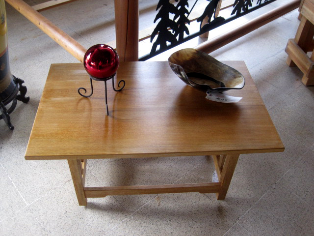 Roble solid wood coffee table