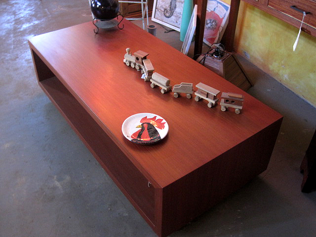 Solid Modern Quira coffee table