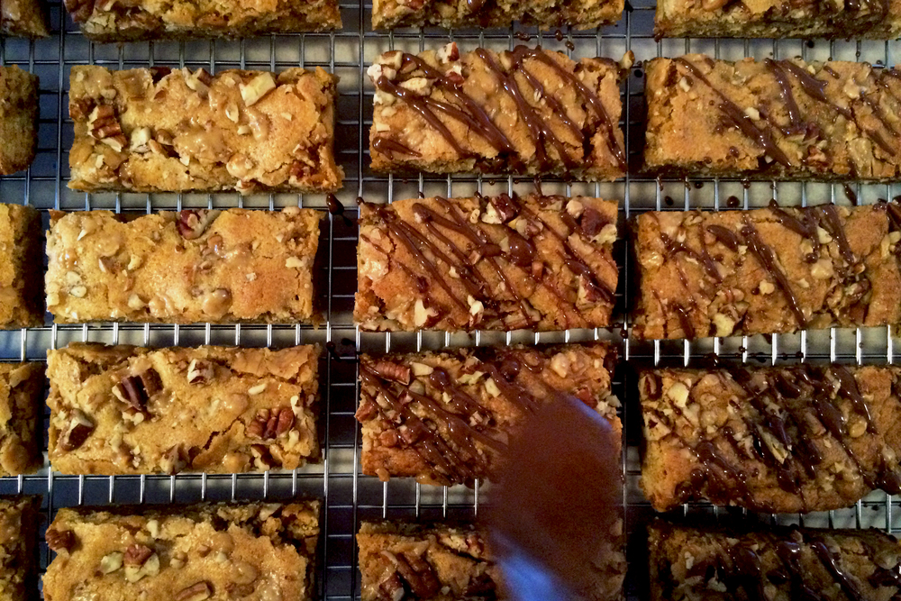 Drizzling Toffee Blondies
