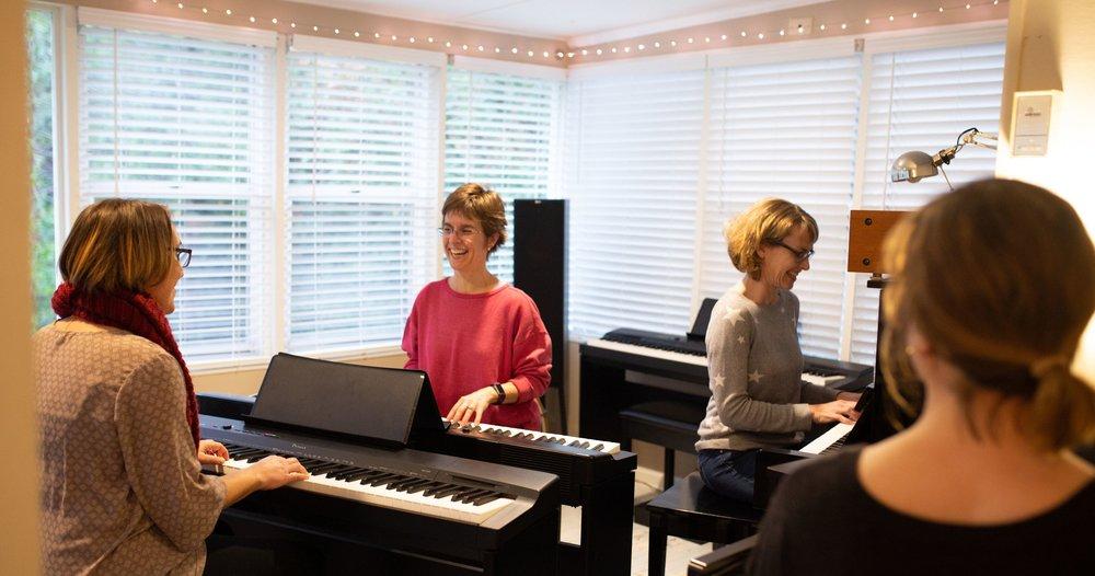 adult-piano-class.jpg