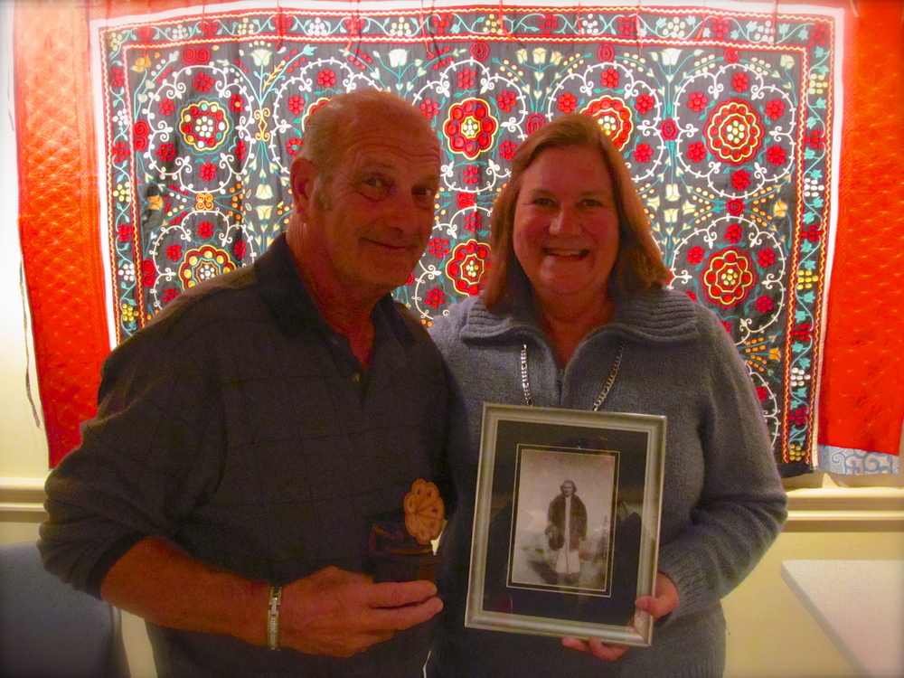 Edwin Curtis and his wife Shelly holding a photo of his mother Lula.