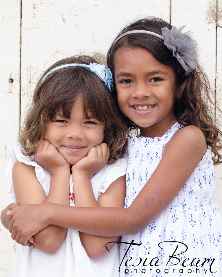 Gorgeous sisters! (c)Tesiabeamphotography.com