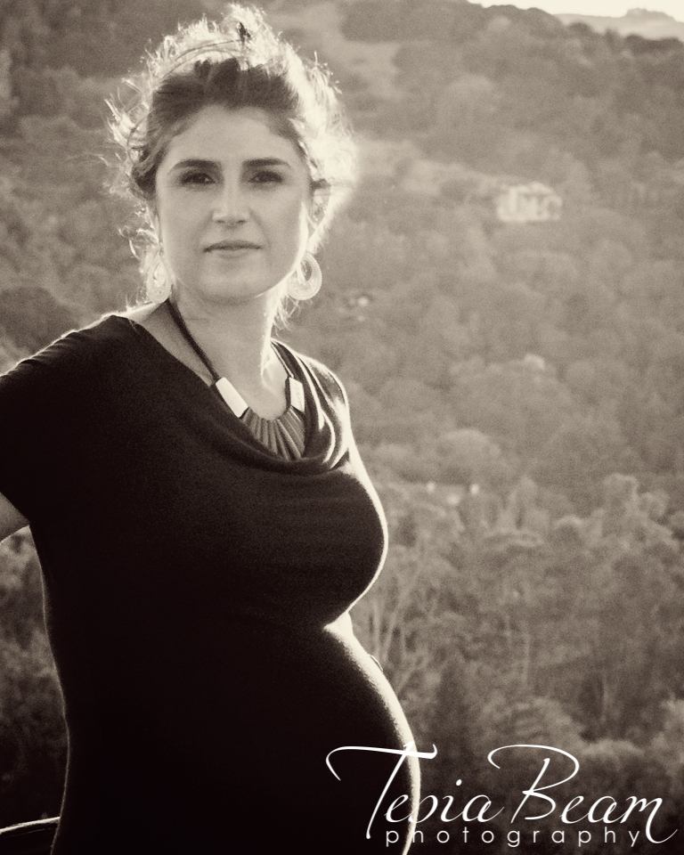 Black and white maternity - movie star look-alike (c)Tesiabeamphotography.com