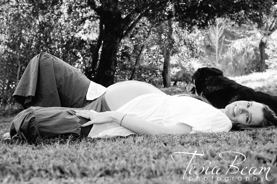 Maternity with first born aka dog (c)Tesiabeamphotography.com