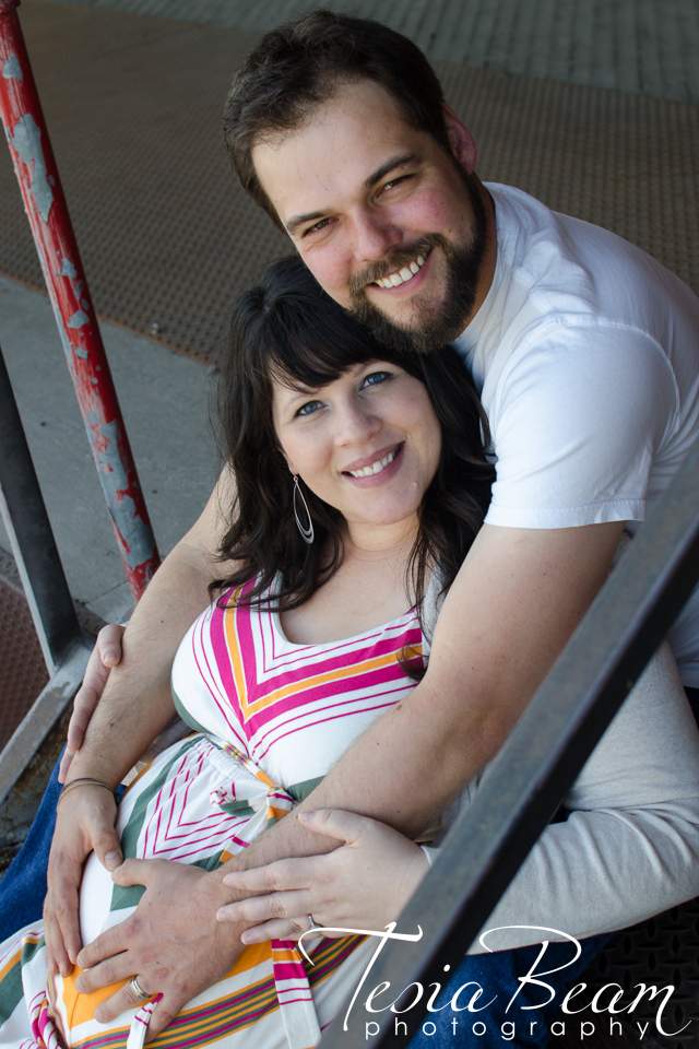 Loving couple - maternity portrait (c)Tesiabeamphotography.com
