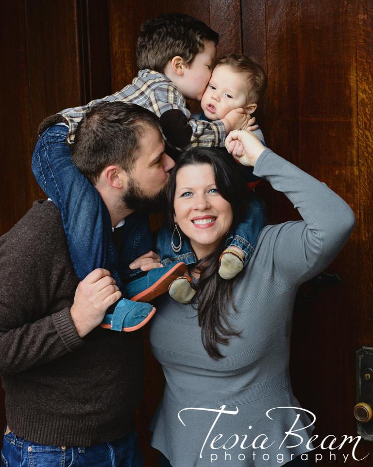 Loving family (c)Tesiabeamphotography.com
