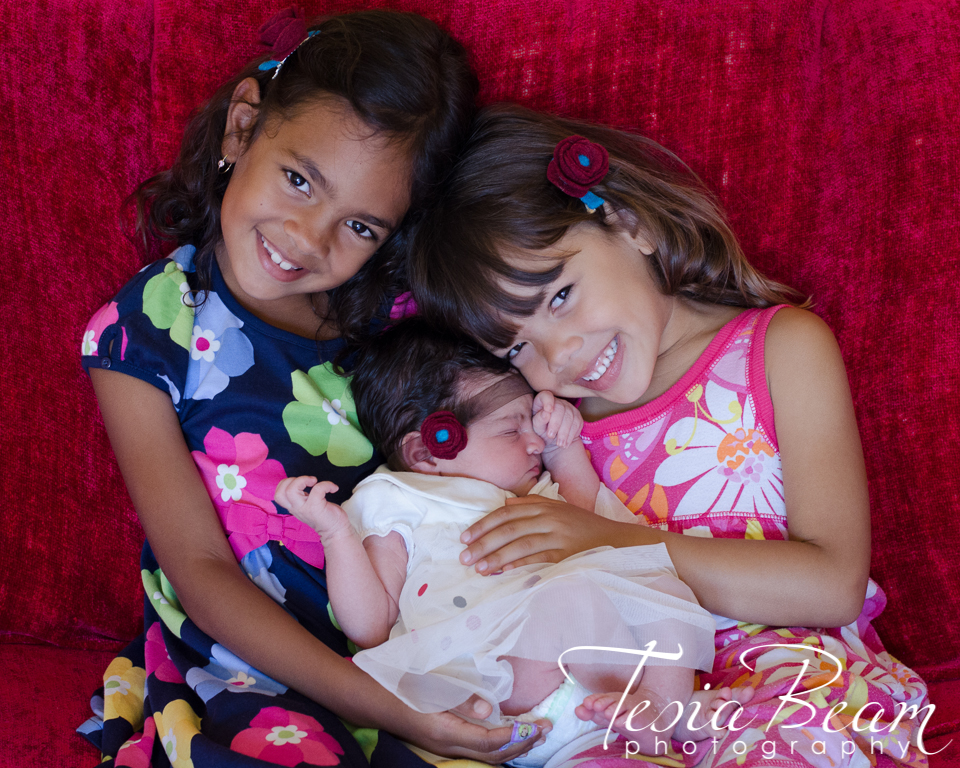 Three beautiful sisters - Newborn (c)Tesiabeamphotography.com