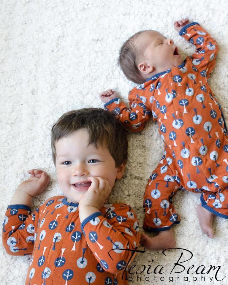 Newborn matching brothers (c)Tesiabeamphotography.com