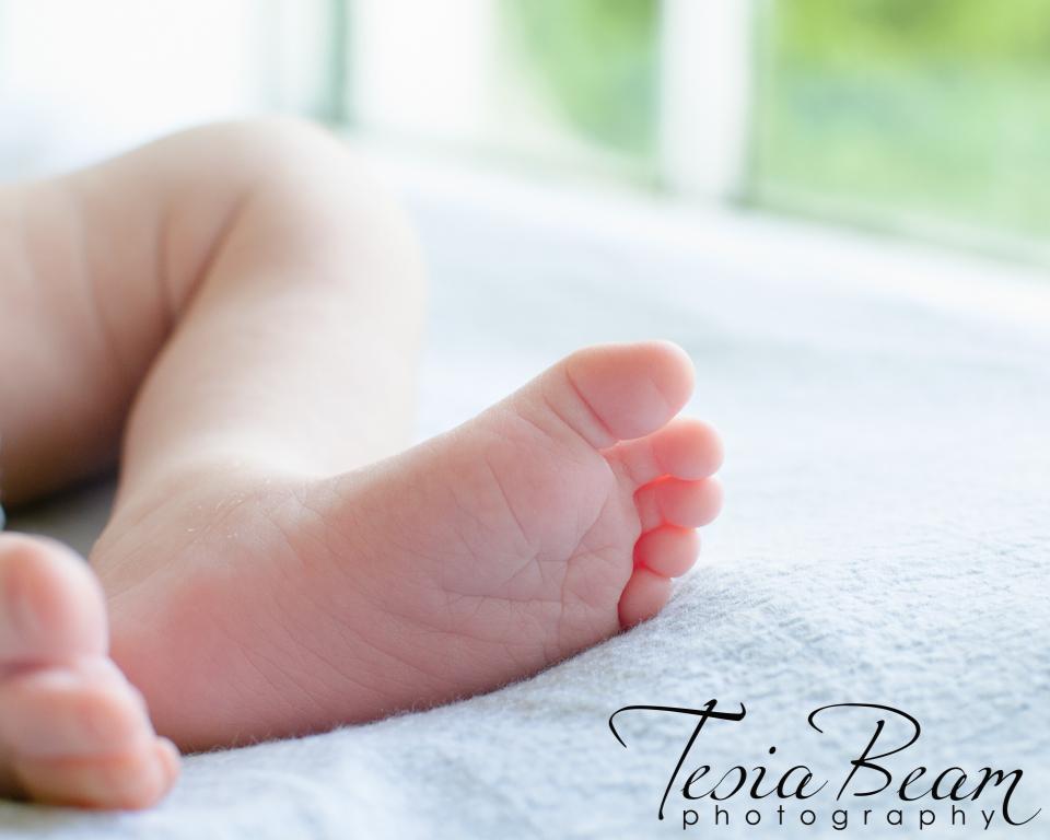 Newborn baby foot (c)Tesiabeamphotography.com