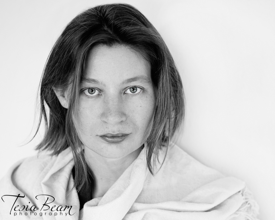 striking black and white headshot (c)Tesiabeamphotography.com