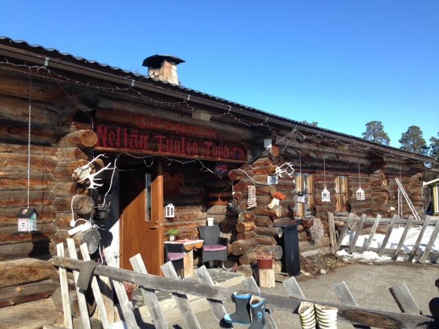 Inarin Kaamasessa sijaitseva 4 tuulen tupa, suosittelen poronkäristyskeittoa!
