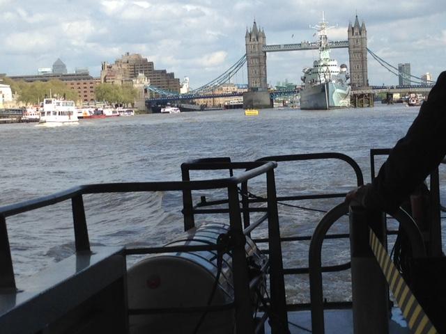 Reittiveneellä Thamesillä.