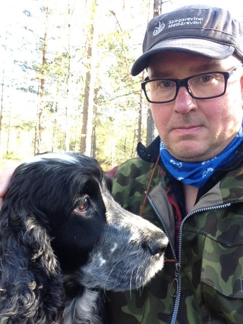 Siirin kanssa metsässä.