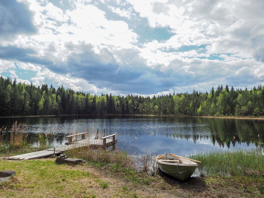keväinen järvimaisema