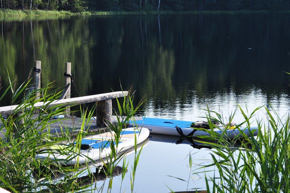 Råmossa oma lähdeperäinen järvi on juotavan raikas ja puhdas.
