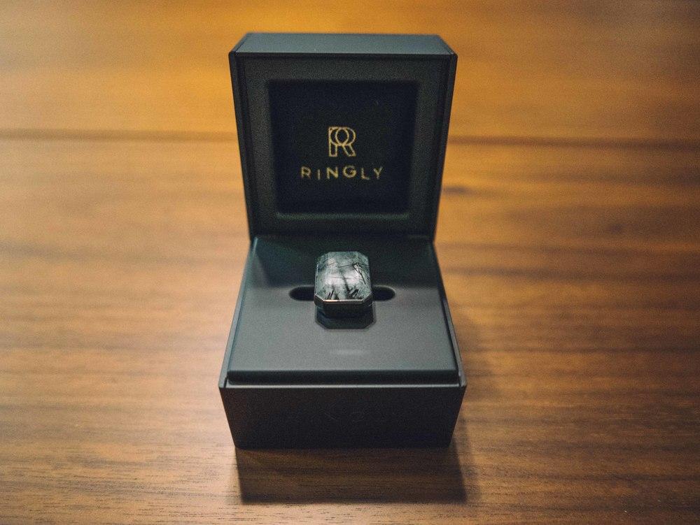 Ringly charging box