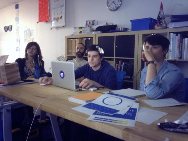L'équipe en pleine concentration