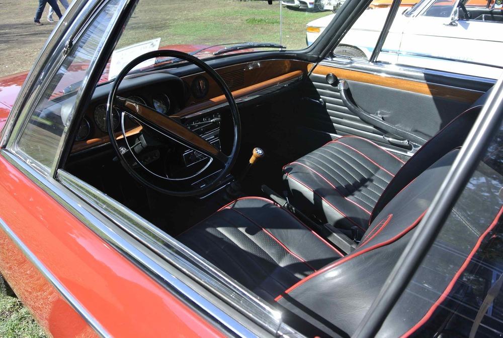 BMW2000CSinterior.jpg