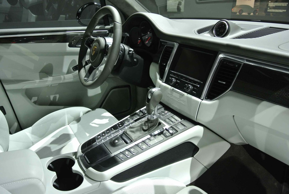 PorscheMacanInterior1.jpg