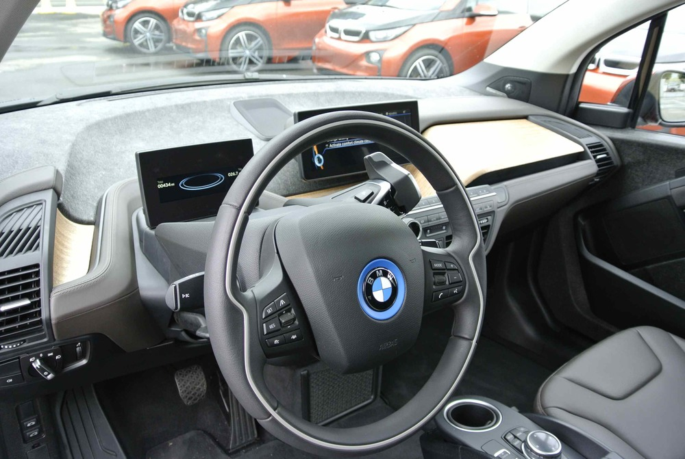 BMWi3InteriorDash1.jpg
