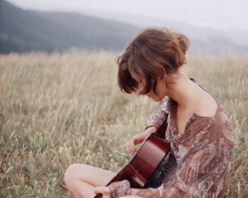 alyssaard-girl-guitar-indie-photography-Favim.com-134818_large.jpg
