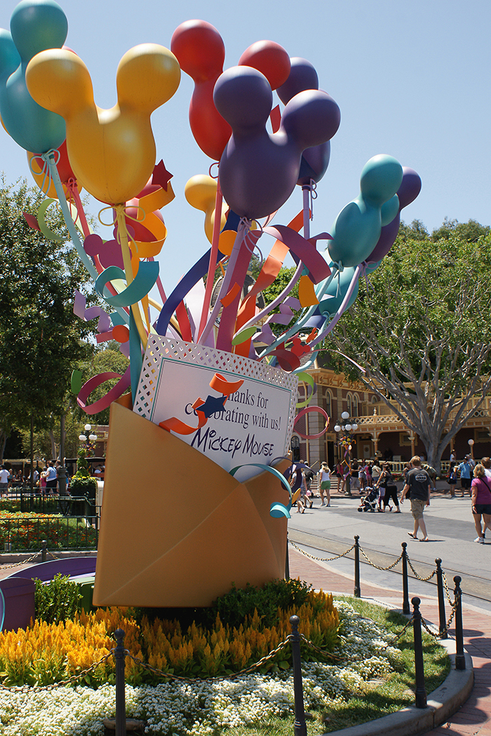 signages-disney-balloon marquee_02 lores.jpg